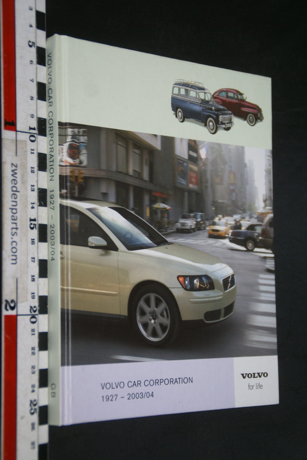DSC02456 2004 jaarboek Volvo 1927-2004, nr VFL1116, English-3b36f4af