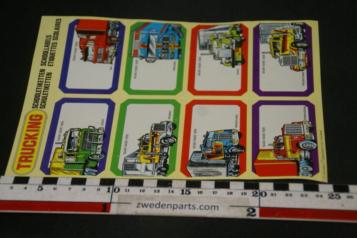 DSC02546 vel stickers etiketten met 8 vrachtwagens Volvo Mack etc.-1fcc68b3