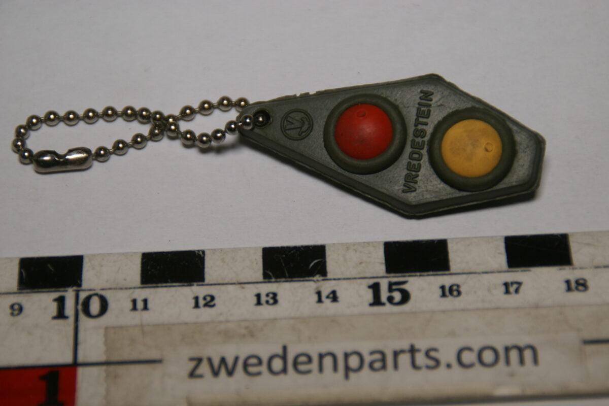 DSC02046 ca. 60er jaren originele sleutelhanger Vredestein met twee soorten rubber mint-fa06d29c