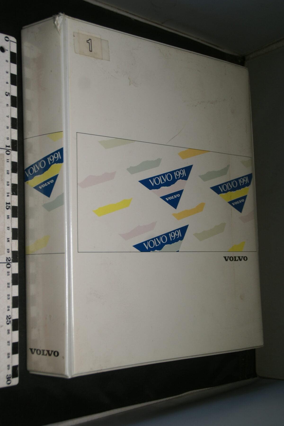 DSC03323 1991 originele map Volvo lak en bekleding nr MSPV 4267-149e4023