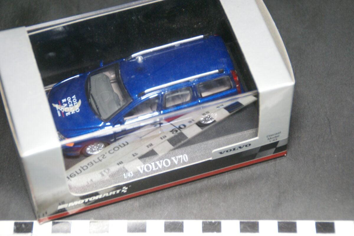 DSC03644 origineel miniatuur Volvo V70  blauw Ocean Race op 43 Motorart nr 90461-78e250b3