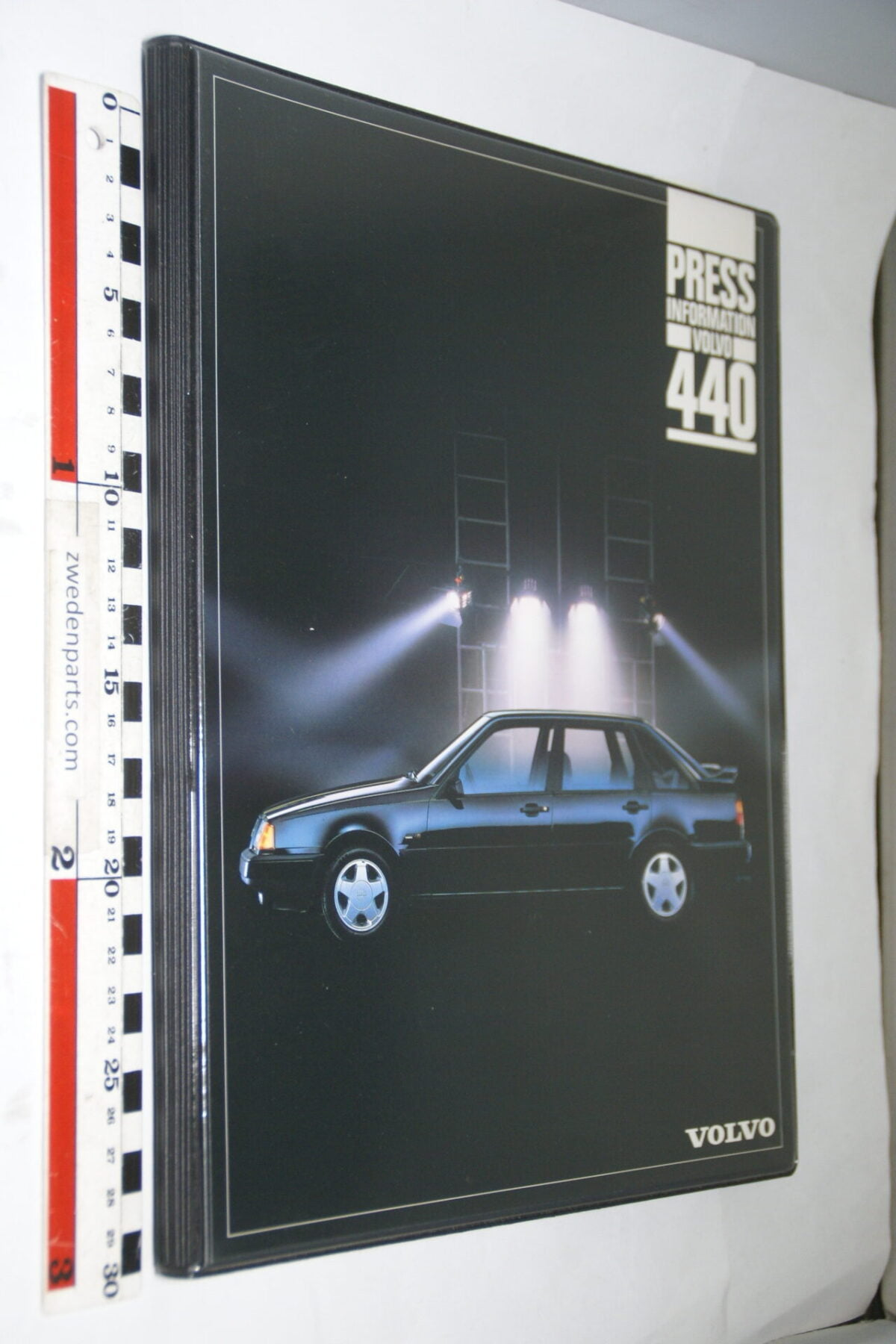 DSC03659 ca 1988 originele persmap Volvo 440, English-4a101f3b