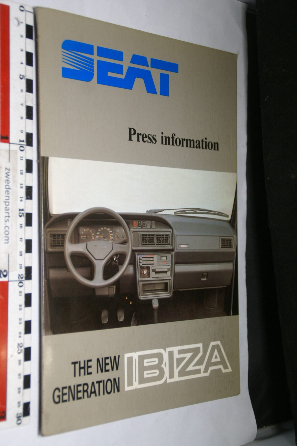 DSC03739 ca. 2001 originele persmap SEAT Ibiza, English-436ed013