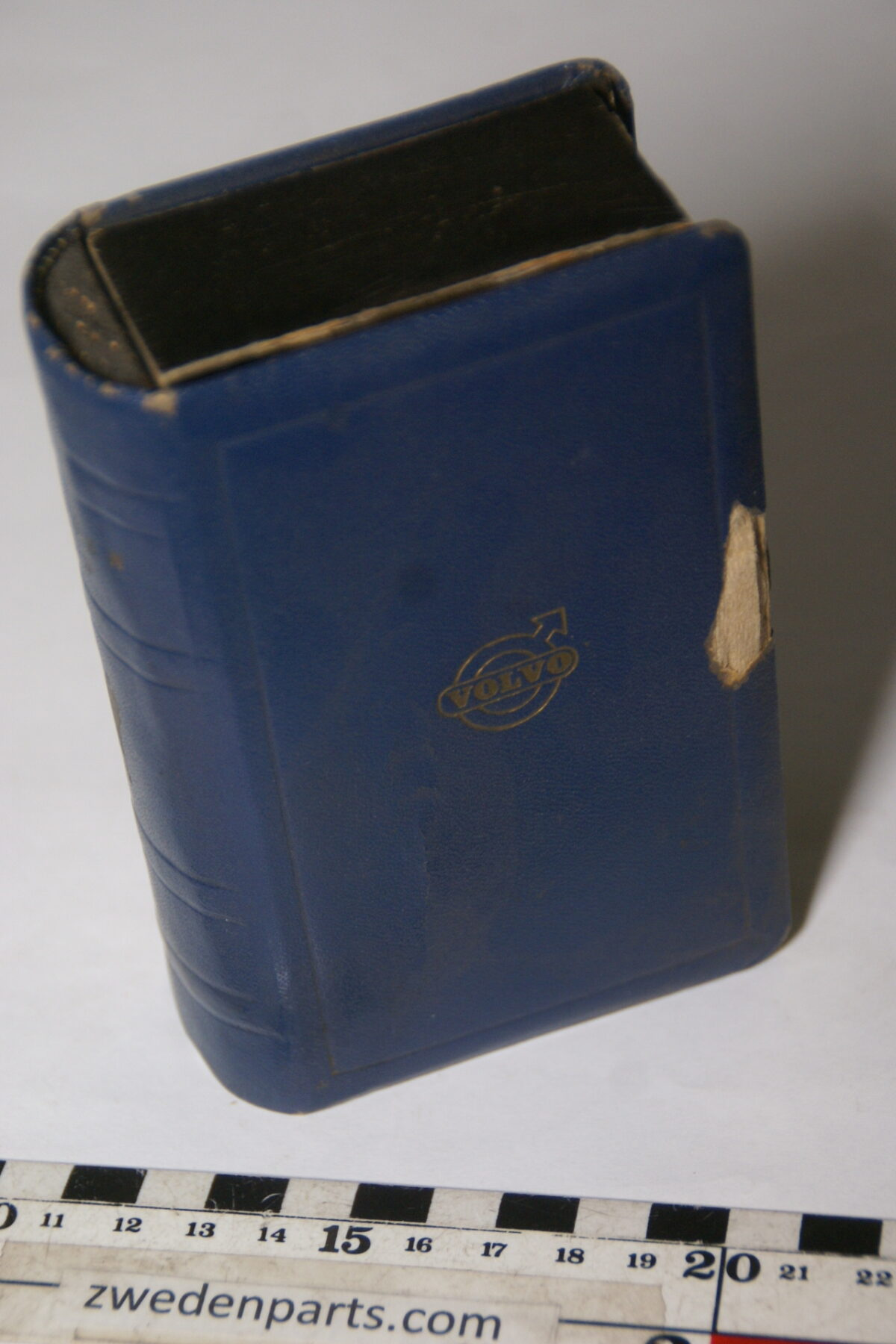 DSC02111 50er jaren originele doos lucifers Volvo leer blauw in boekvorm-ed9f98dd