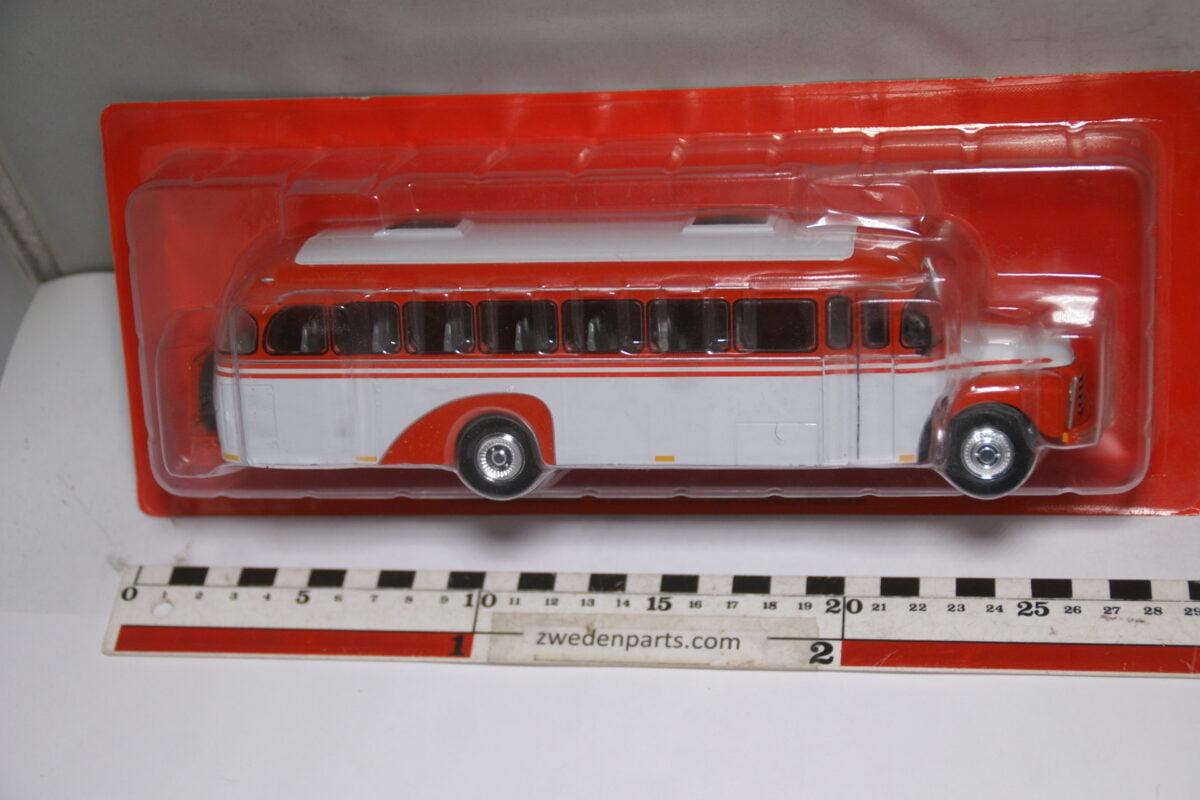 DSC04694 miniatuur 1957 Volvo B375 bus rood grijs 1op43 Atlas nr 072 MB-ea0cf33f