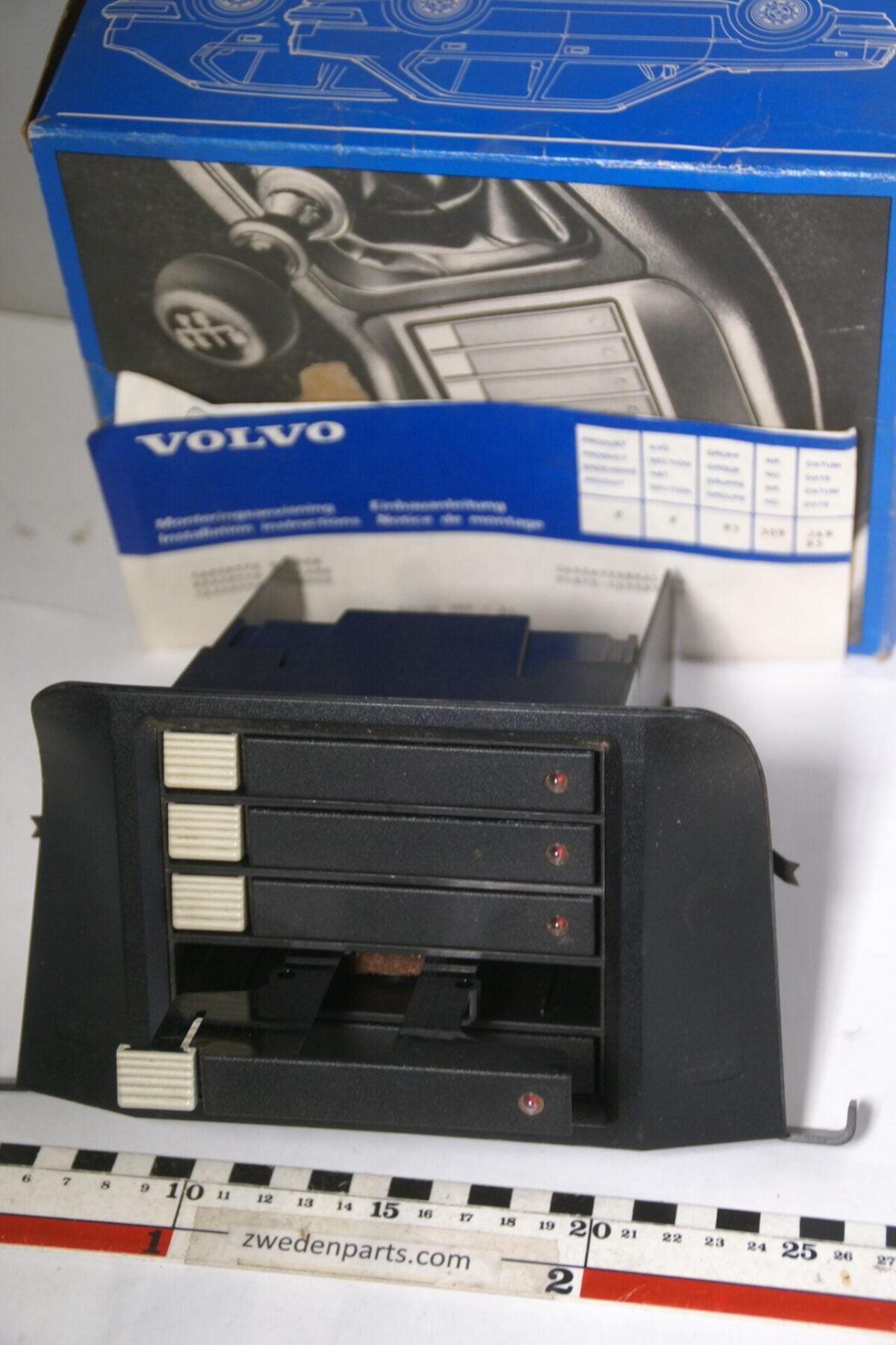 DSC04772 origineel Volvo 340 360 middenconsole cassettebox  nr 3340220 NOS-363fb436