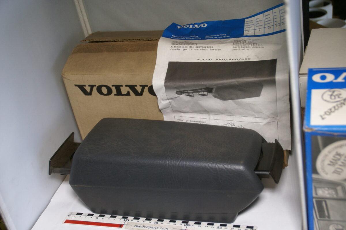 DSC04781 origineel Volvo 400 480 armsteun grijs  met bekerhouders nr 3464663 NOS-1194b6e2