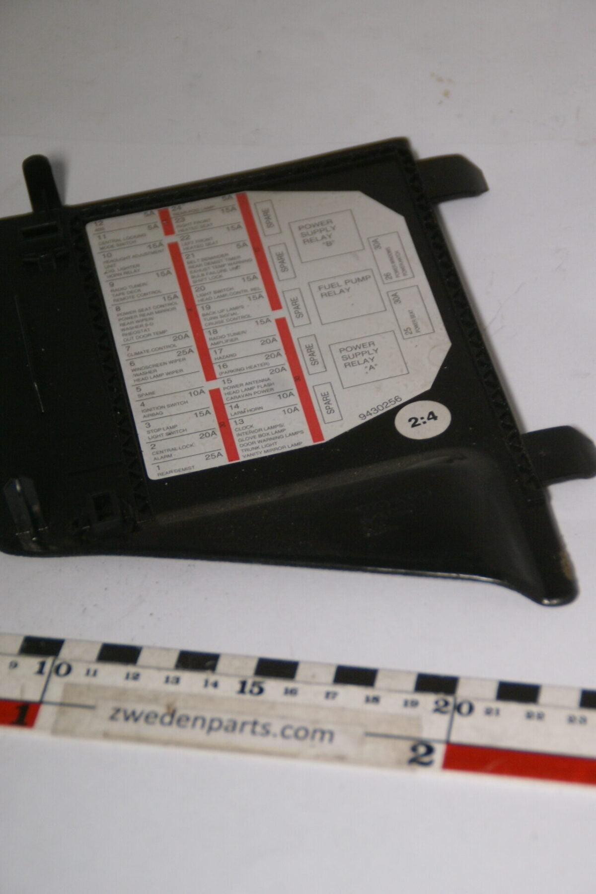 DSC04931 originele zekeringdeksel nr. 1348629 Volvo 960 SV90-550d1e06