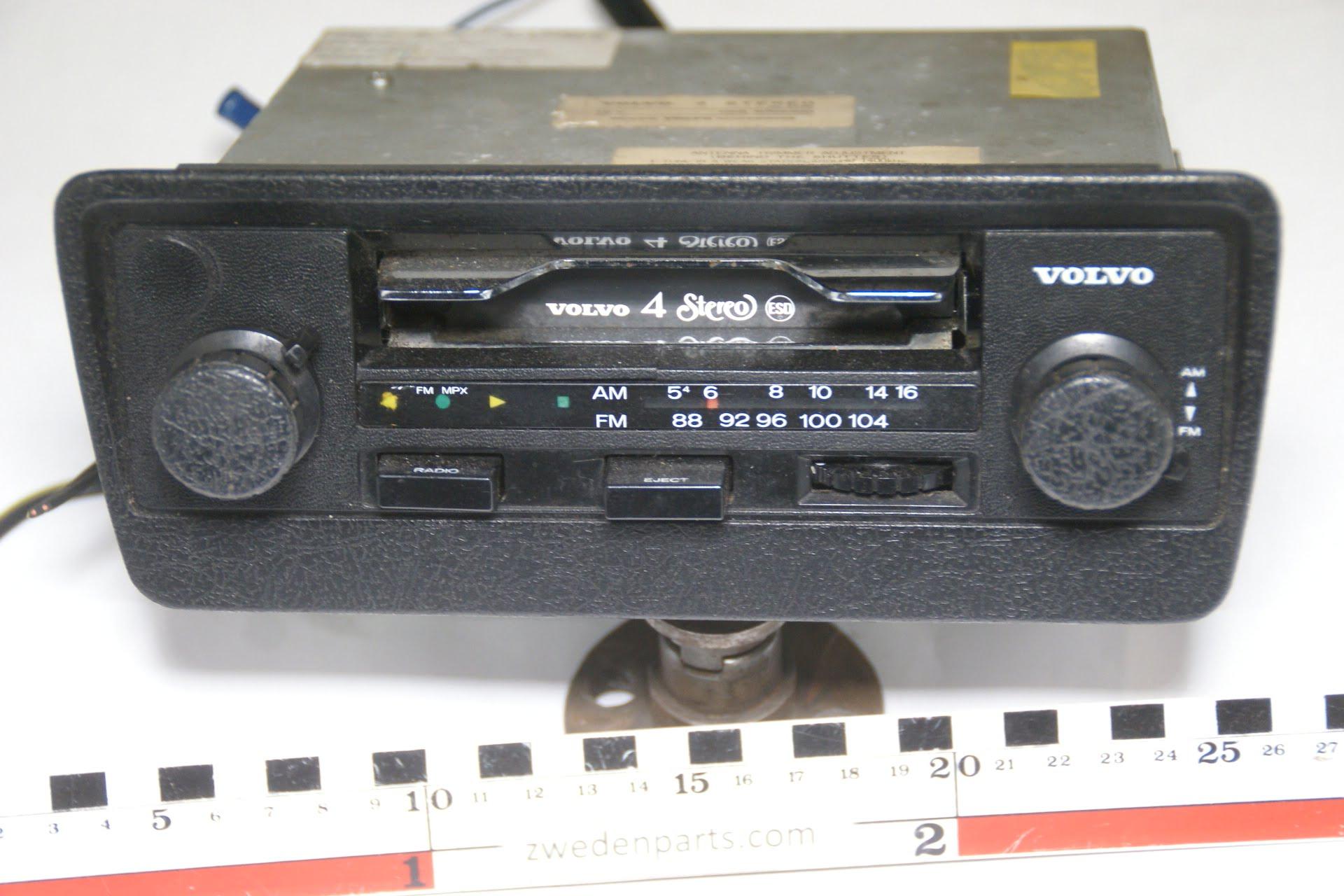 DSC05350 ca 1976 origineel radio cassettespeler Volvo 240 260 nr  590K059 -910c28ad