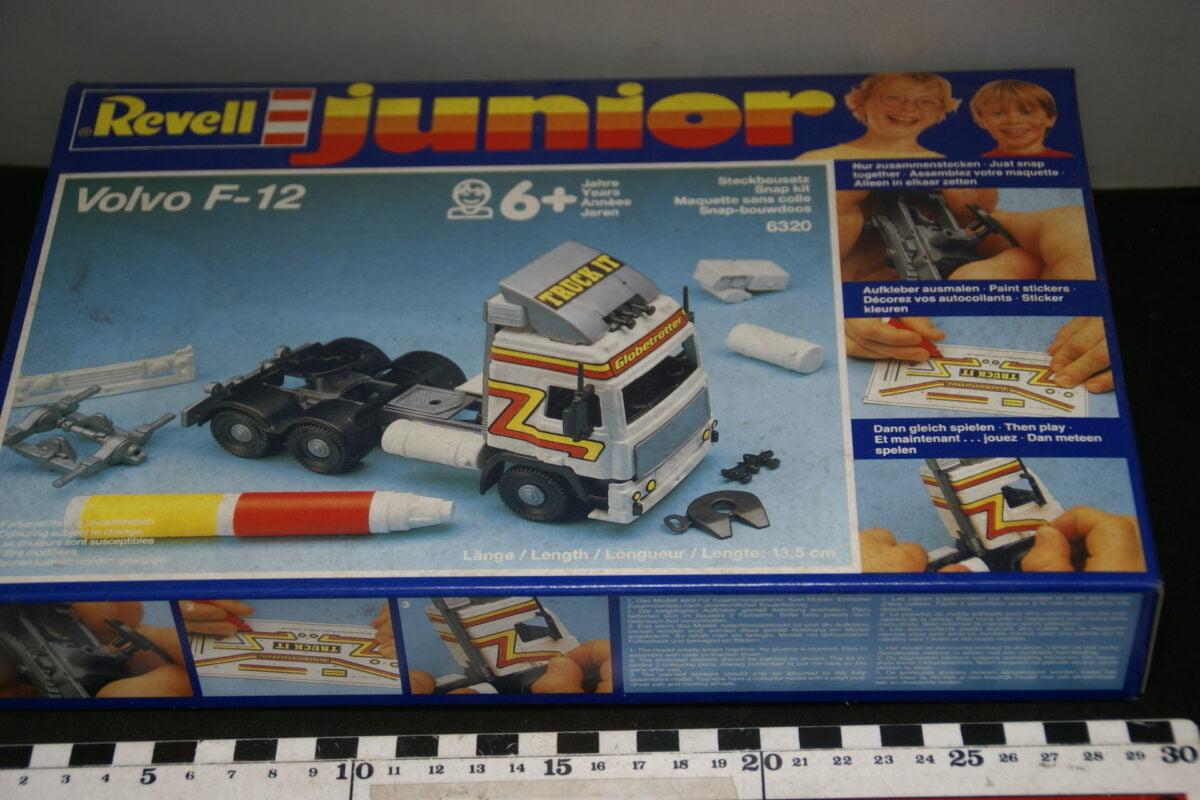 DSC06156 1987  minatuur Volvo F12 snapon kit Revell nr 63201 MB-516f5988