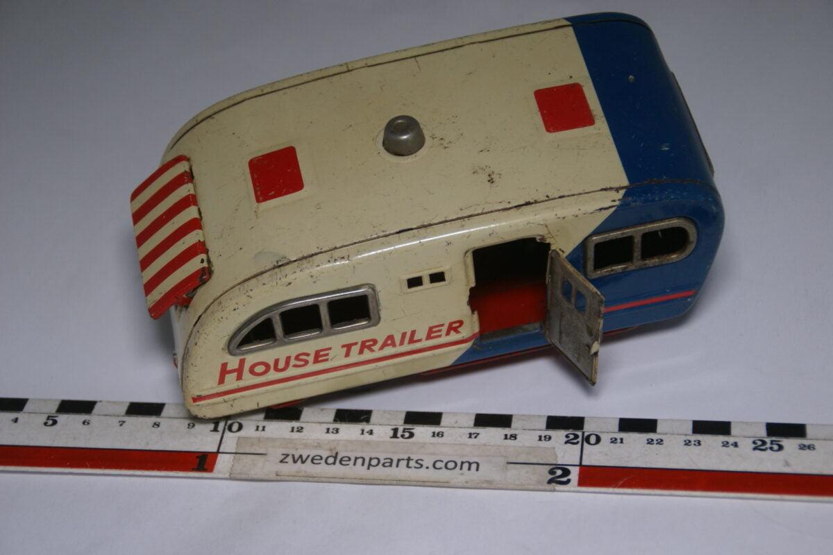 DSC06301 50er jaren blikken caravan, House Trailer met open deur en luifel-c5cd55a1