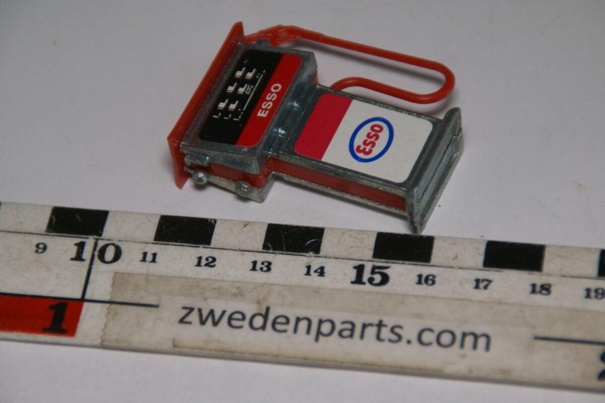 DSC06333 80er jaren  benzinepomp Esso-db9a243b