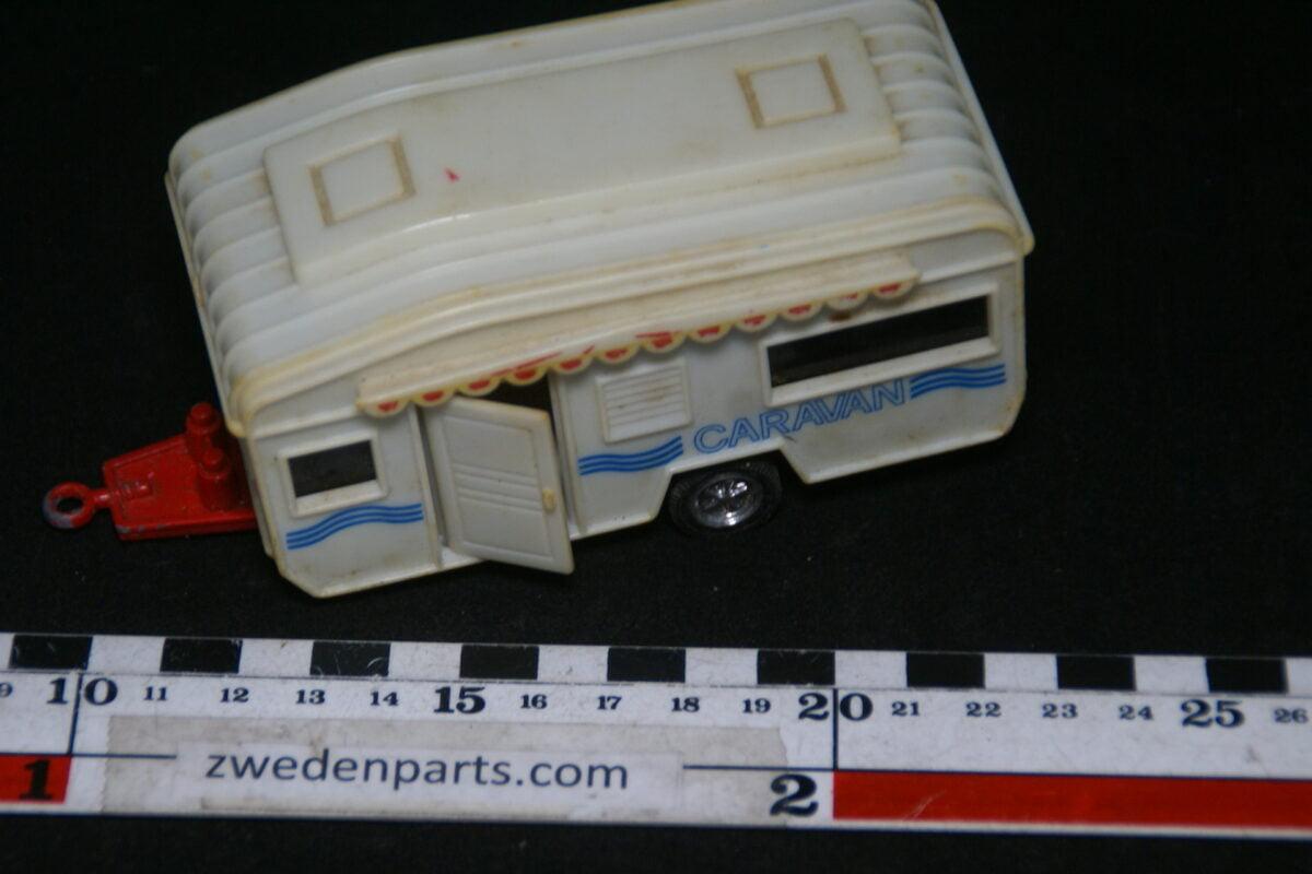 DSC06399 metalen met kunsstof caravan Welly ca 1op43 nr 9271-d0c56b4a