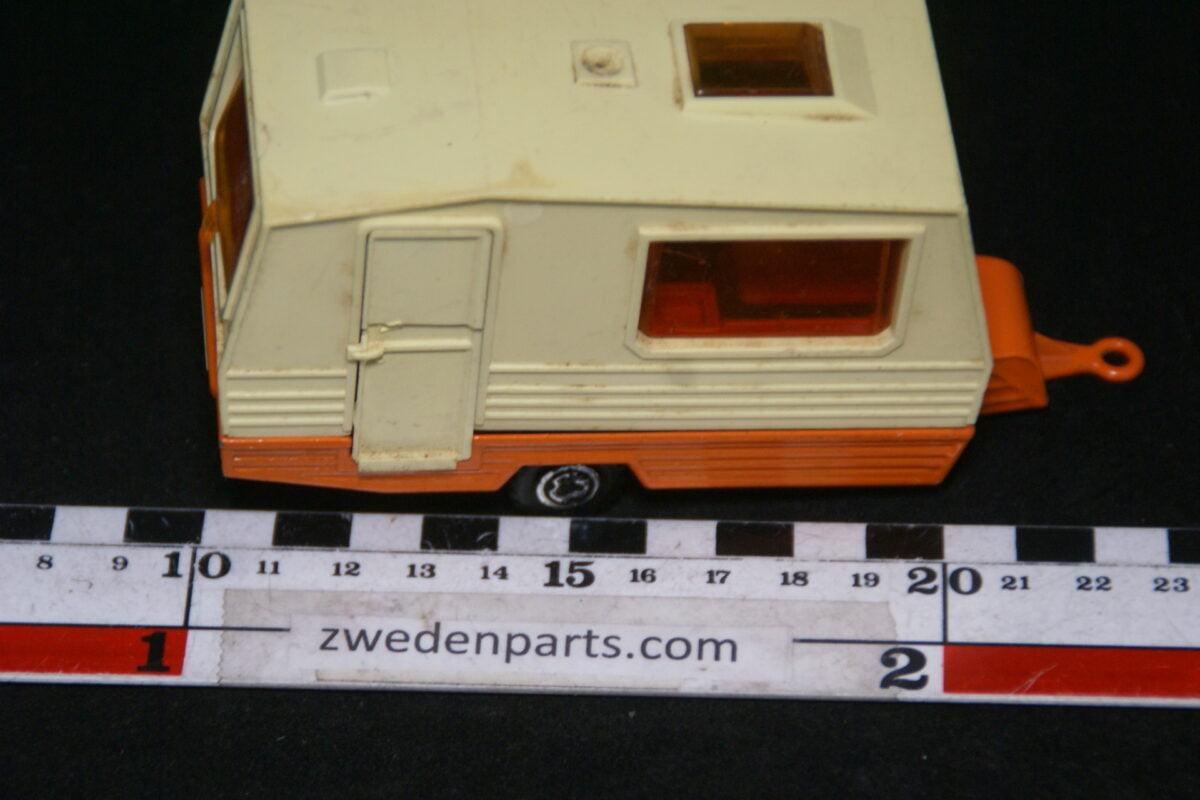 DSC06402 70er jaren metalen caravan 1op38 Majorette-339d0d3a