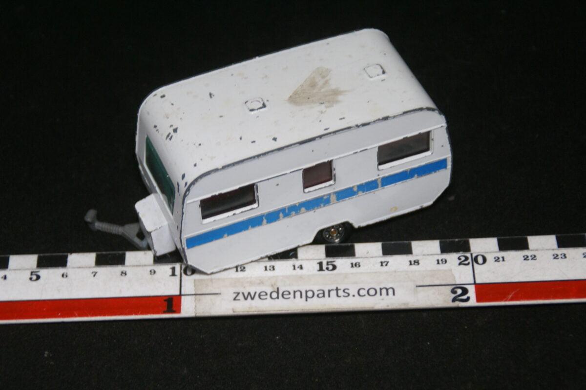 DSC06409 60er jaren metalen caravan Roller Rembrandt 2002 1op43 nr 207-cc008323