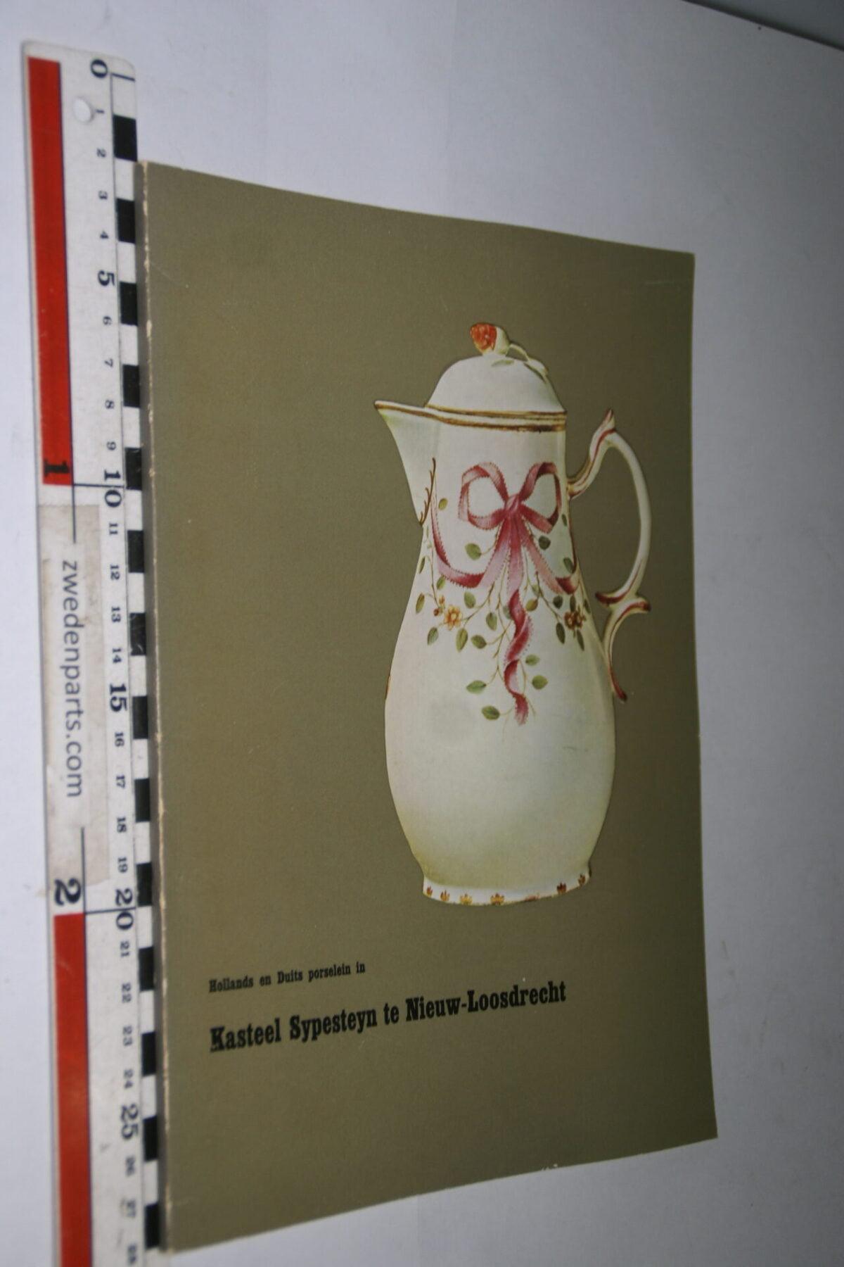 DSC06741 1966 maart  boek Loosdrects porselein in Kasteel Sypesteyn-a48ed92d