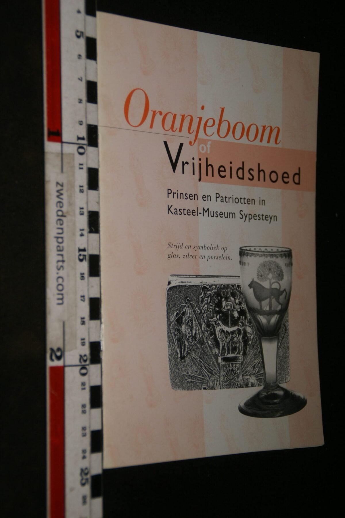 DSC06755 1994 boek Oranjeboom of Vrijheidshoed, expositie in Sypesteyn Loosdrecht-cfb963df