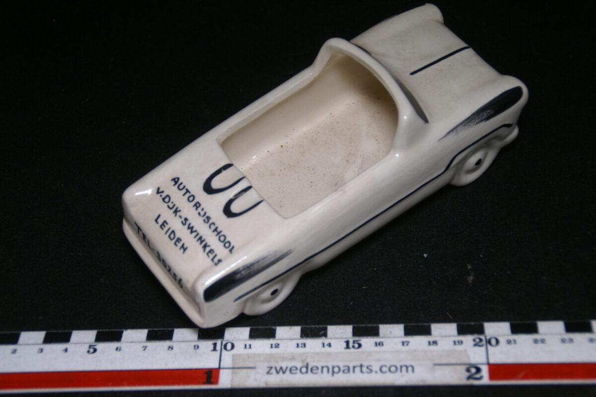 DSC06801 60er jaren ceramische auto asbak Opel of Ford van Dijk Swinkels Leiden-f864a118