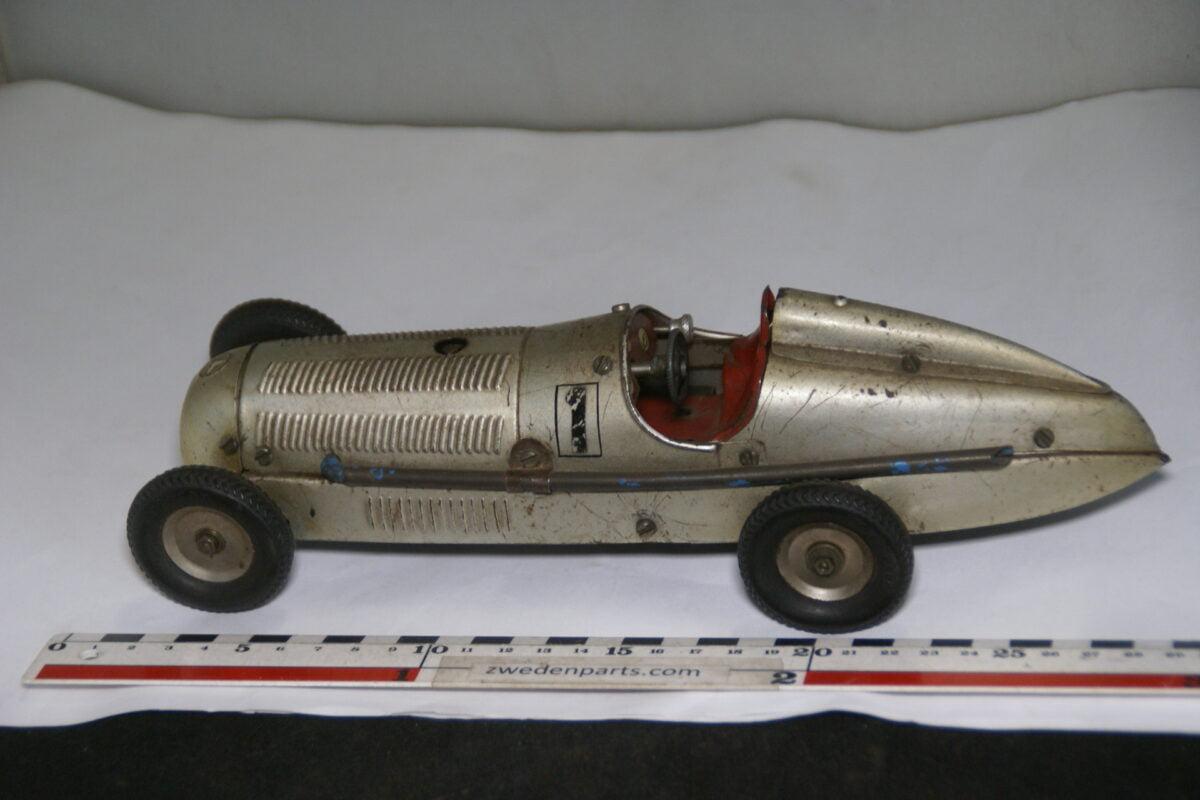 DSC07990  ca 1938 miniatuur Märklin metalen raceauto Mercedes grijs ca 1op18 nr 1133-7c9f490d