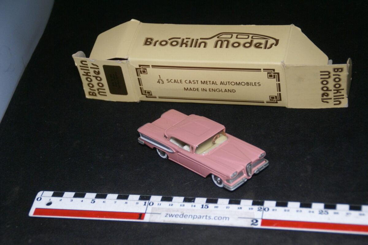 DSC07998 1958 miniatuur Brooklin Models Edsel Citation 2 door hardtop roze 1op43 nr BRK 22 MB-5aee9193