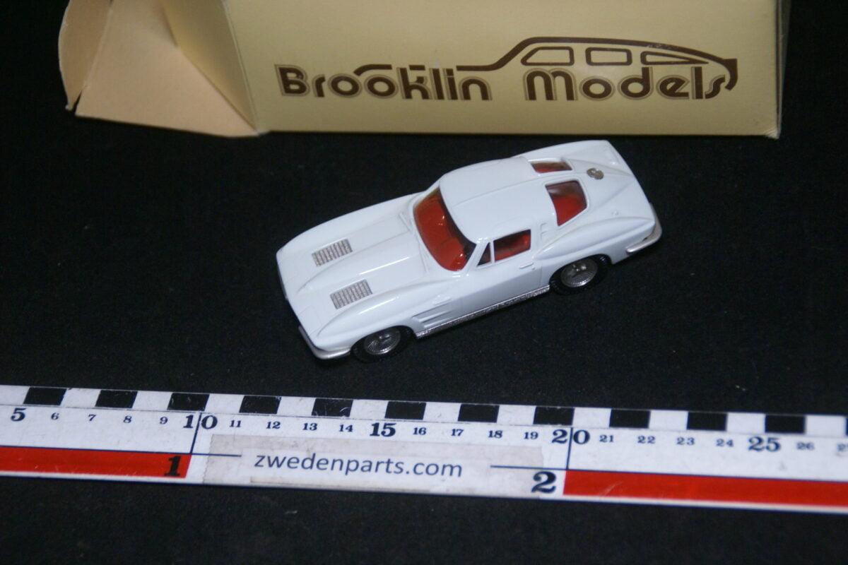 DSC08014 1963 miniatuur Brooklin Models Chevrolet Corvette Stingray coupé wit 1op43 nr BRK 21 MB-67c52bdc