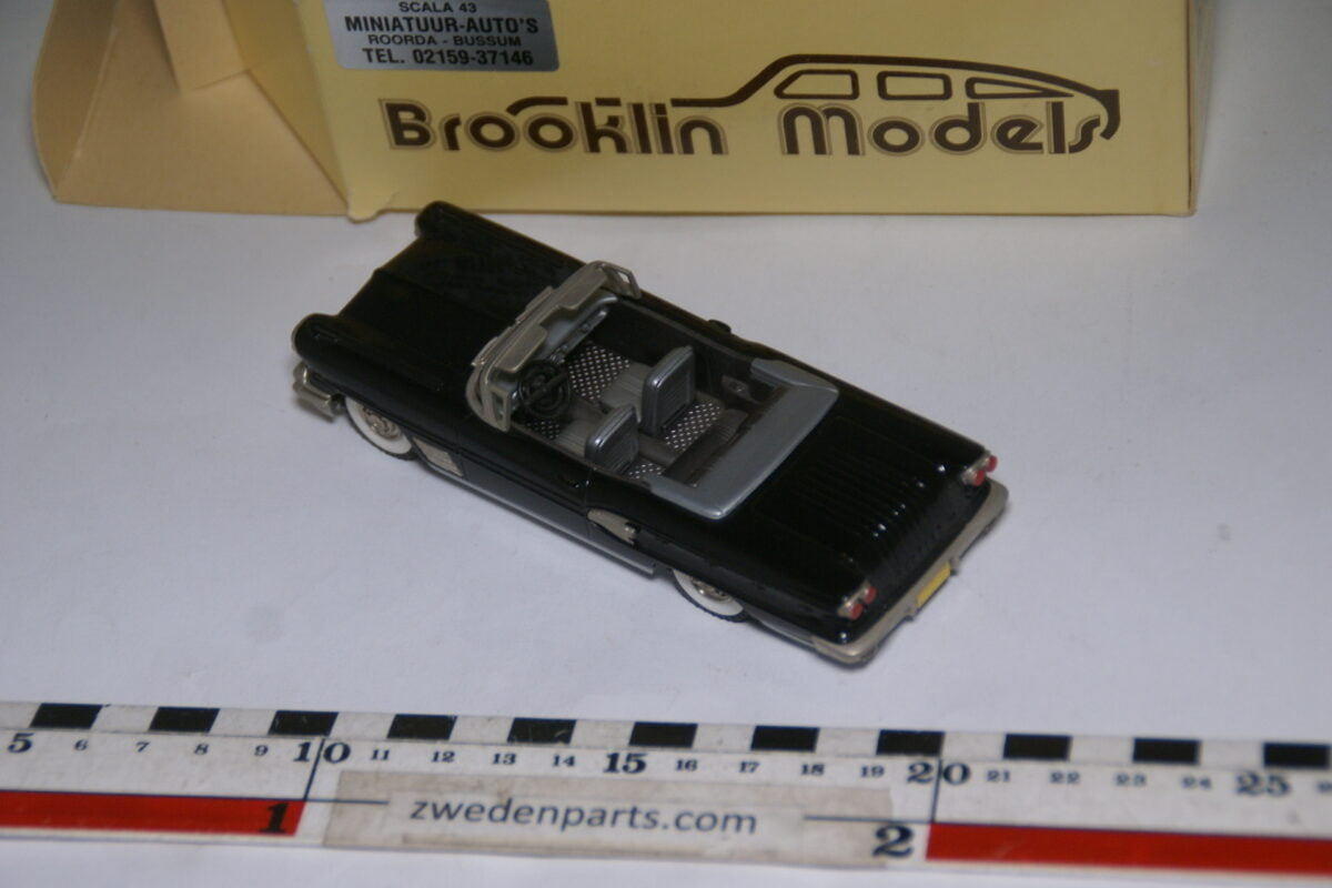 DSC08030 1958 miniatuur Brooklin Models Pontiac Bonneville Convertible zwart 1op43 nr BRK 25 MB-c0c1408a