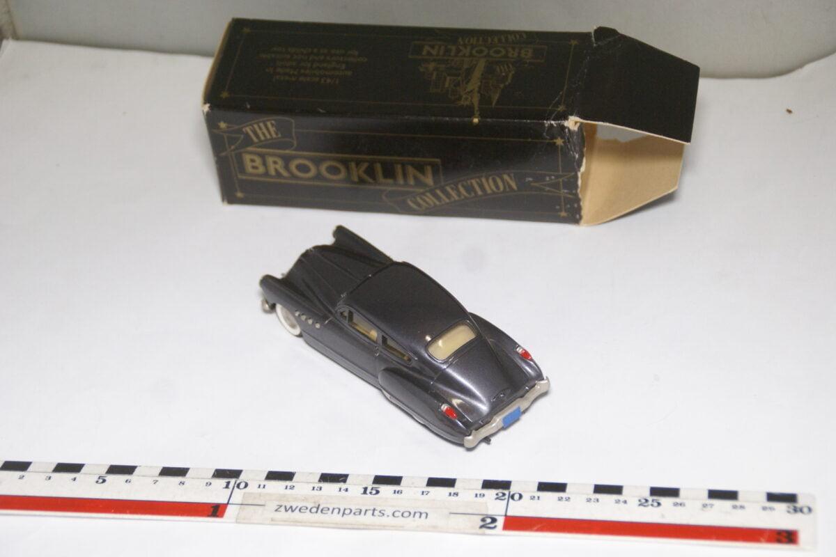 DSC08052 1949 miniatuur Brooklin Models Buick Roadmaster sedanet grijs 1op43 nr BRK 10 MB-04b539c0