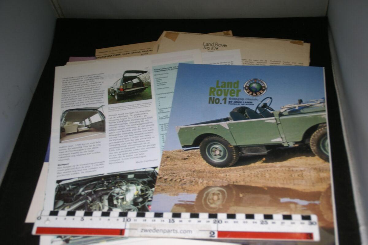DSC08408 map met tijdschrift artikelen van Landrover korte wielbasis-7d3b0927