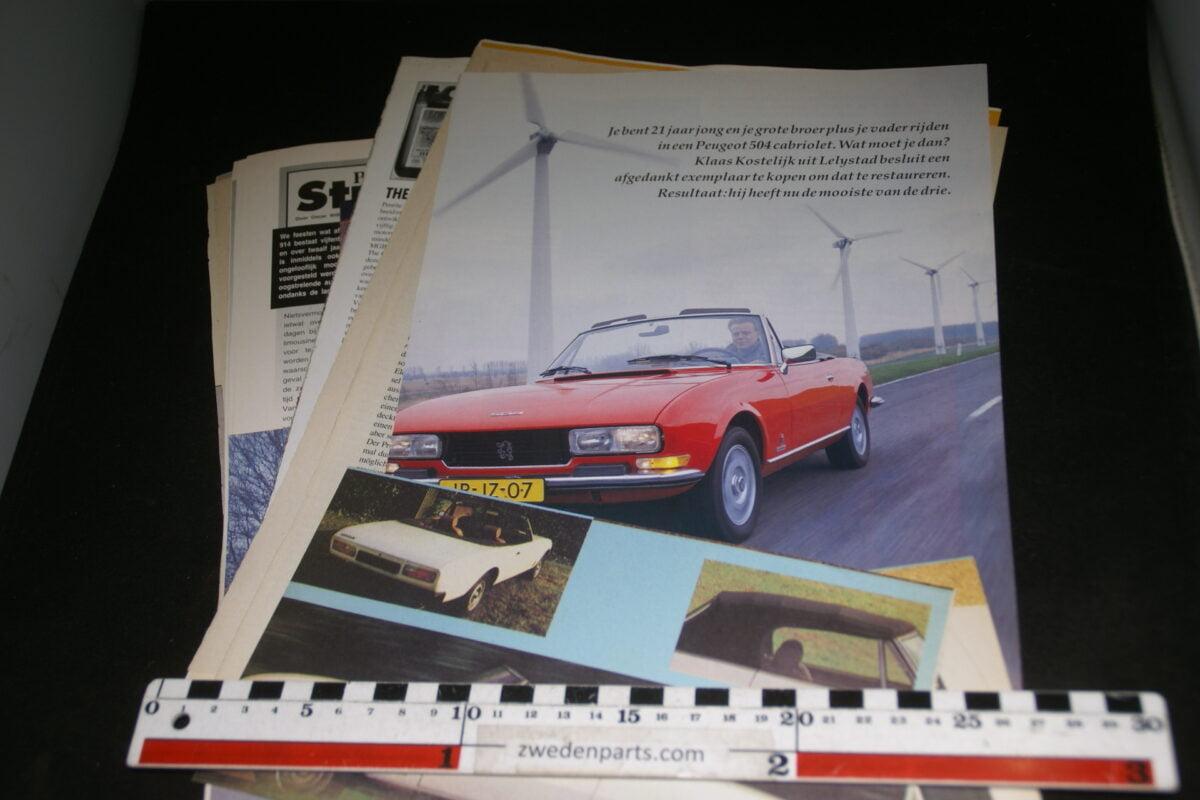 DSC08418 map met tijdschrift artikelen van Peugeot 504 Cabrio-e392e80f